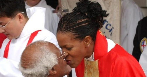 newly-ordained-mpho-kisses-her-father-after-blessing-him-at-christ-church-in-alexandria
